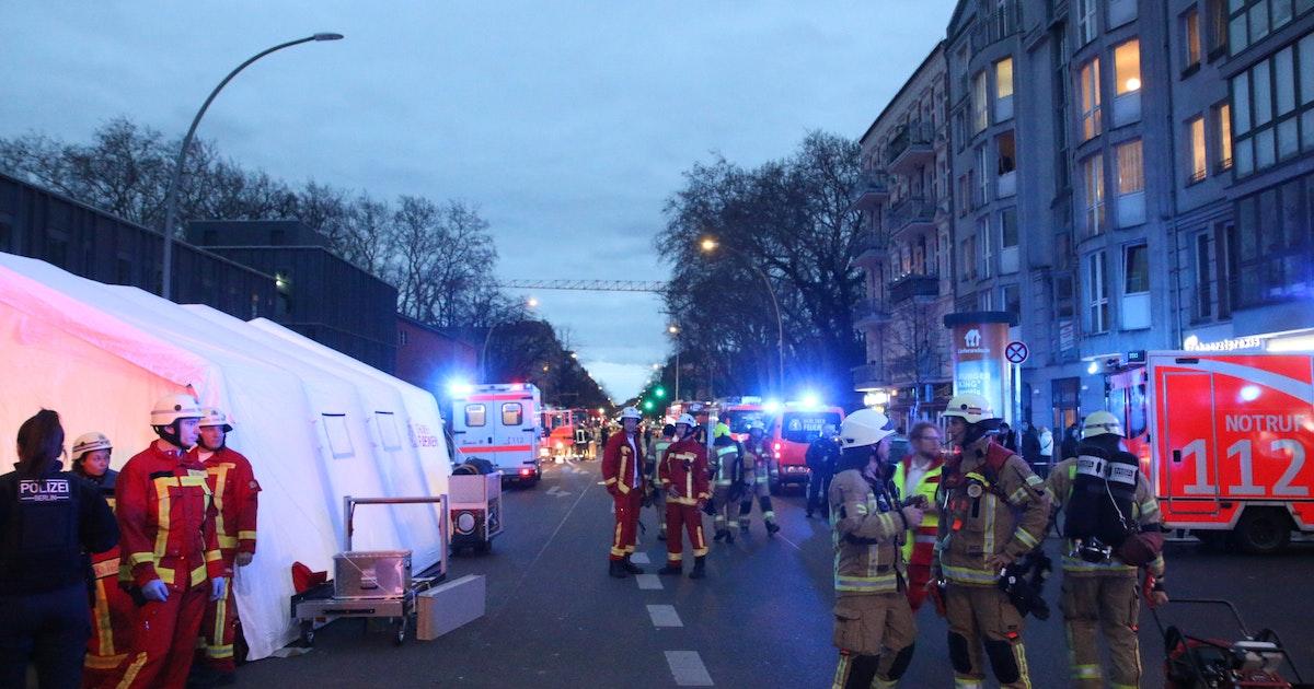 Brand in Berlin-Neukölln: 32 Menschen aus Haus gerettet