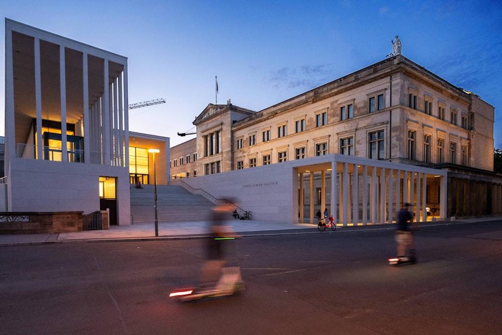 Pergamonmuseum Co Museumsinsel Anschlag Auf 70 Kunstwerke