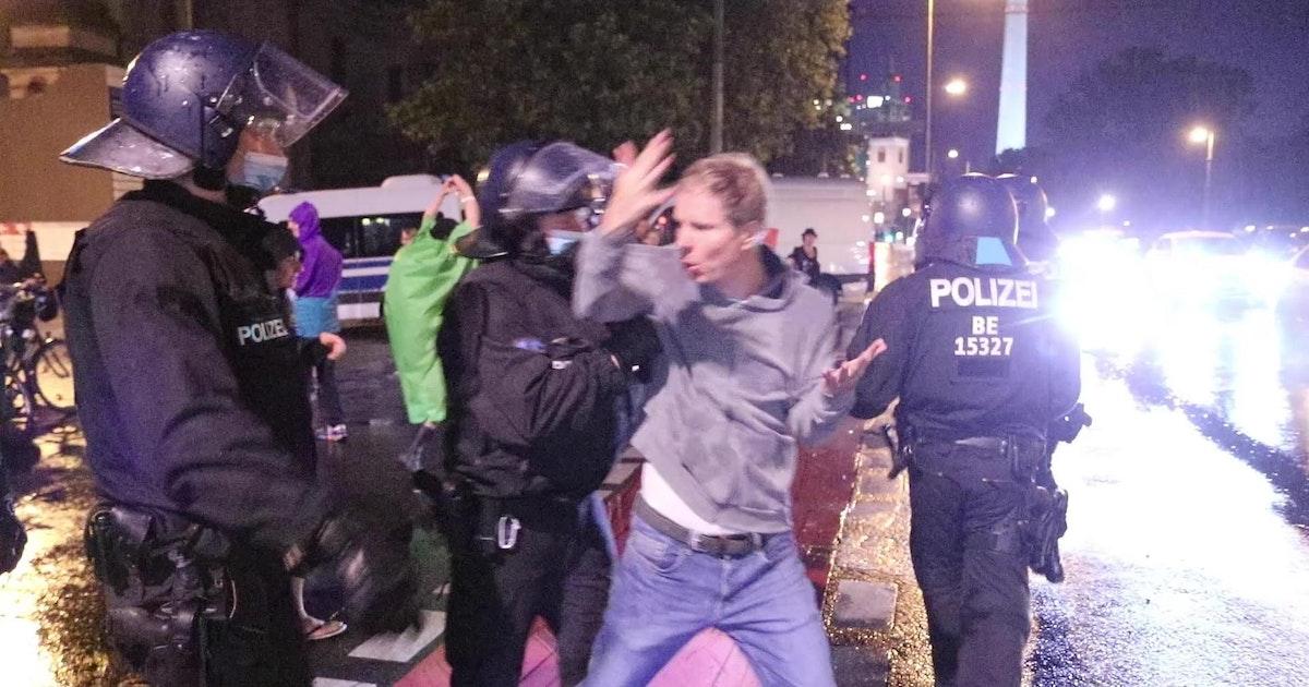 1000 Euro für jeden! Berliner Polizei: Gab es Corona-Prämien auch für Büro-Sitzer?
