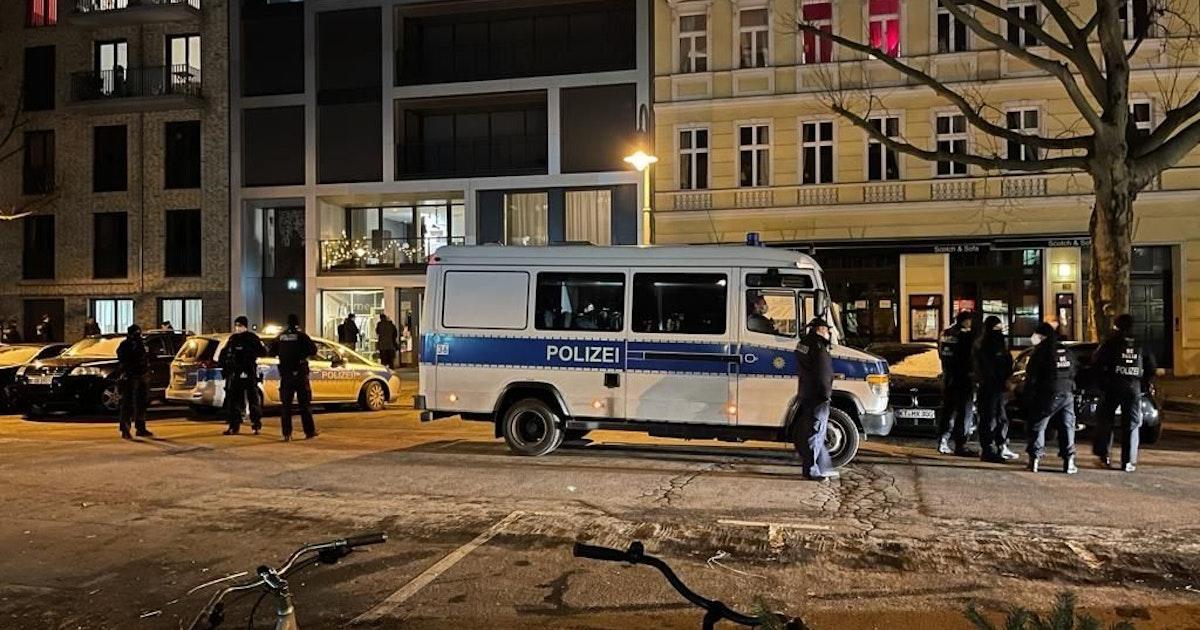 """Nach Verstoß gegen Corona-Regeln: Polizei genehmigt """"Querdenker""""-Treffen in Bar"""