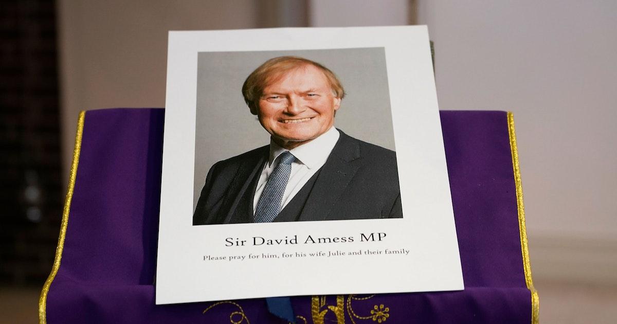 Abgeordneter David Amess in Kirche mit Messer angegriffen - Er stirbt wenig später. Verdächtiger festgenommen. War es eine Terror-Tat?