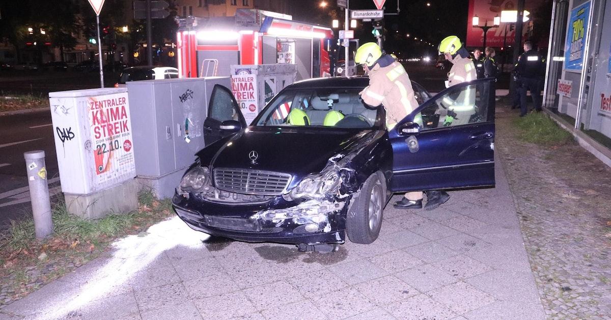 Berlin-Charlottenburg: Mercedes rammt Porsche – Insassen fliehen