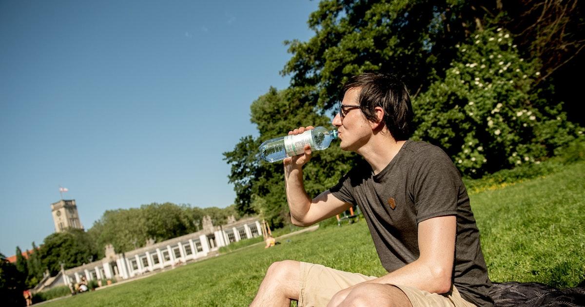 Hautarzt zu Sommerhitze: Die Haut zeigt, wann man etwas