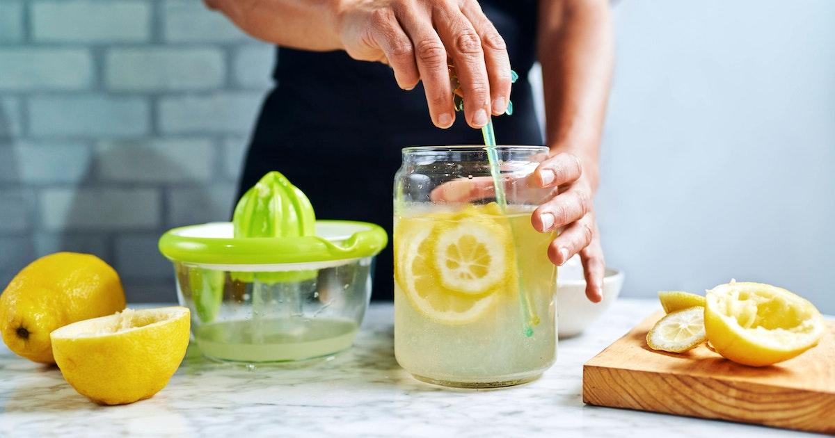 Limonade selber machen! Köstliche Rezepte für spritzig-coole Sommer-Limos mit Zitrone, Erdbeeren oder Kräutern